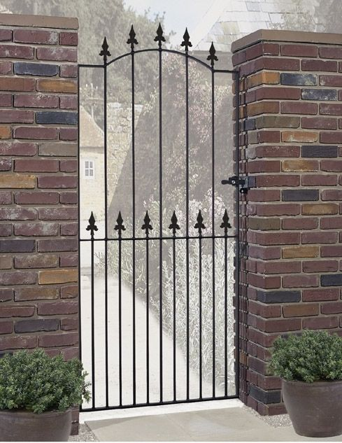 Gaelic Safety Fleur-De-Lys Spear Top Tall Single Gate